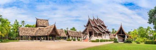Wat Ton Kain gammal tempel som göras från trä i Chiang Mai Thailand Arkivbilder