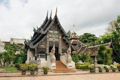 Wat Ton Kwen gammal trätempel i lannastil Arkivbild