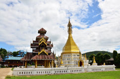 Wat Tophae em Khun Yuam em Mae Hong Son Province de Tailândia norte fotos de stock royalty free