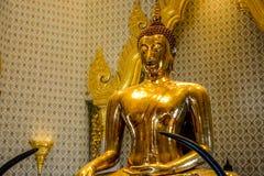 Wat Traimit Buddhist Temple en Bangkok, Tailandia fotografía de archivo