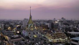 Wat Traimit Sunset em Banguecoque, Tailândia Fotografia de Stock Royalty Free