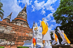 Wat Yai Chai Mongkhon in Tailandia fotografia stock libera da diritti