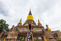 Wat Yai Chaimongkol nublado Imagen de archivo