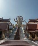 wat yai phra Wat Phra Yai, известный в английском как большой висок Будды, буддийский висок на Ko Phan Стоковые Изображения