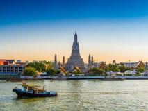 Wata Arun świątynia świt w Bangkok Tajlandia zdjęcia stock