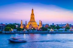 Wata Arun świątynia świt w Bangkok Tajlandia zdjęcie royalty free