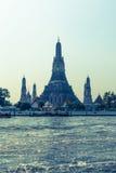 Wata Arun świątynia z Rzecznym Tajlandia Bangkok Fotografia Royalty Free