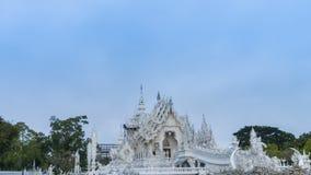Wata Rong Khun punktu zwrotnego podróży piękny biały świątynny sławny miejsce, popularny Chiang Raja i, Tajlandia w wieczór zbiory