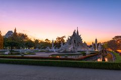 Wata Rong KhunWhite templeat zmierzch w Chiang Raja, Tajlandia Zdjęcia Royalty Free