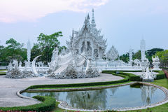Wata Rong KhunWhite templeat zmierzch w Chiang Raja, Tajlandia Fotografia Stock