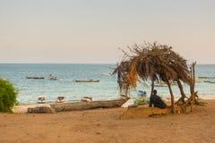 Watamu海滩肯尼亚流浪汉渔小船 免版税库存照片