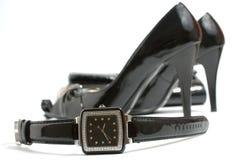 watch för skor för damtoalett för handväskahäl hög arkivfoton