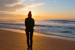 Watching the sunrise from sandy seashore in winter Royalty Free Stock Photography