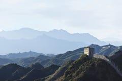 Watchtower bij de Grote Muur van Jinshanling bij schemering, noordoosten van Peking Stock Foto