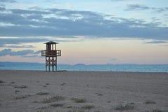 Watchtower på stranden royaltyfri bild