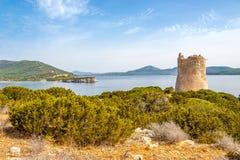 Watchtower Punta Del Bollo av Sardinia Arkivfoto
