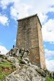 Watchtower van steen wordt in Portugal wordt gevestigd gemaakt dat Royalty-vrije Stock Foto's