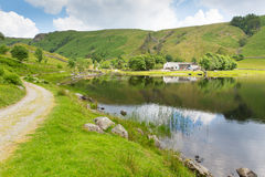 Watendlath Tarn sjöområde Cumbria England UK Arkivfoton