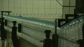 Water_bottle in der Fabrik stock video footage