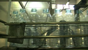 Water_bottle i fabrik stock video