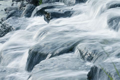 Water cascade in a rock Royalty Free Stock Photos
