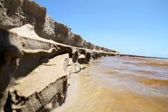 Water dat in de Oceaan stroomt Stock Fotografie