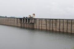 Water in de dam van Khundanprakanchon-dam, Nakhon Nayok Stock Foto