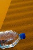Water in de woestijn Stock Afbeeldingen
