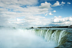Water die in Niagara-Dalingen vallen Stock Fotografie