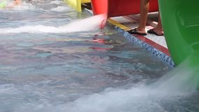 Water die op de dia's stromen Stock Foto's