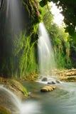 Water die op rotsen stromen Royalty-vrije Stock Afbeelding