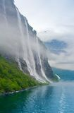 Water en berg Stock Afbeeldingen