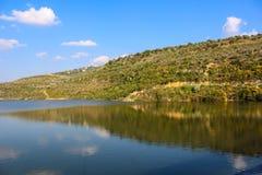 Water en berg Stock Foto