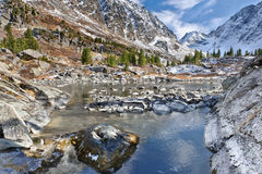 Water en bergen Royalty-vrije Stock Foto