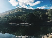 Water en bergen Stock Afbeeldingen