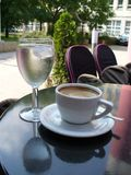 Water en koffie stock foto's