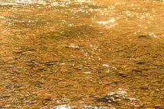 Water en rots in rivier voor aard abstracte achtergrond Stock Afbeelding