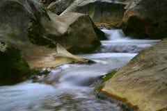 Water en rotsen Stock Afbeeldingen
