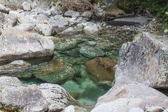 Water en stenen Stock Foto's