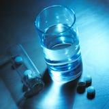 Water en tabletten Stock Afbeelding