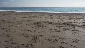 Water en zand van verlaten strand in Positano stock videobeelden