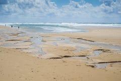 Water en zandcijfers in ondiep water 2 Stock Foto's