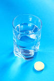 Water glass and pill Royalty Free Stock Photos