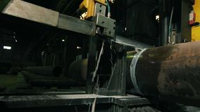 Water-jet κινηματογραφήσεων σε πρώτο πλάνο κοπή του μετάλλου στην παραγωγή φιλμ μικρού μήκους