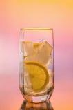 Water met ijs en citroen Royalty-vrije Stock Afbeeldingen