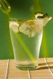 Water met ijs en komkommer Royalty-vrije Stock Foto's