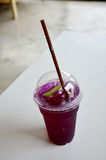 Water mixed with lemon juice and butterfly pea flowers drink Stock Photo