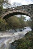 Water onder de brug. Royalty-vrije Stock Afbeeldingen