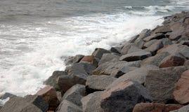 Water op de rotsen. Stock Foto