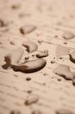 Water op houten vloer stock afbeeldingen